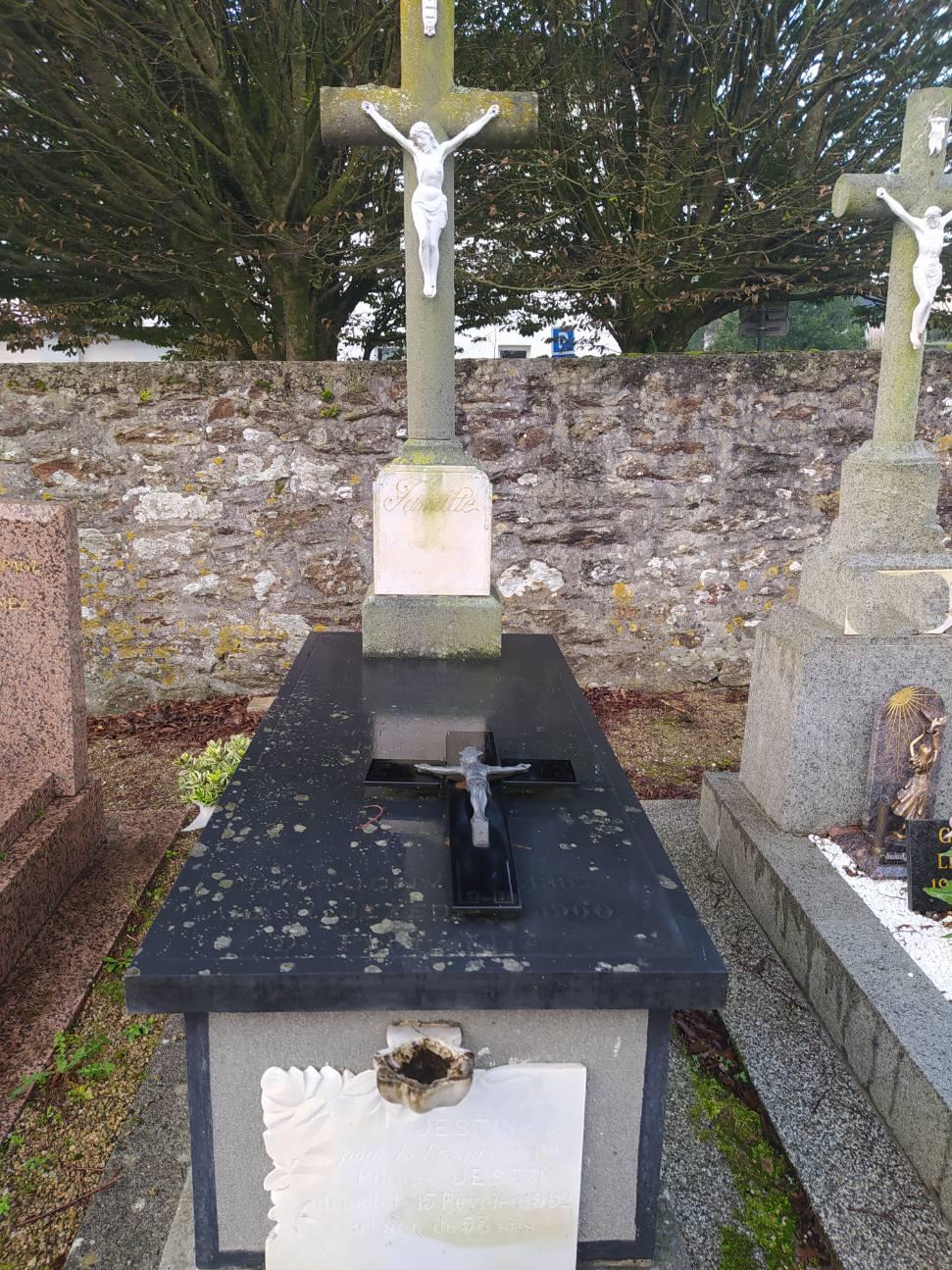 nettoyage d'un tombeau avant après